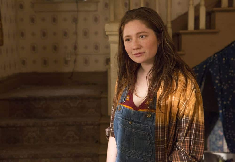 "Emma Kenney as Debbie Gallagher in SHAMELESS (Season 9, Episode 02, ""Mo White for President""). - Photo: Paul Sarkis/SHOWTIME - Photo ID: SHAMELESS_902_725"