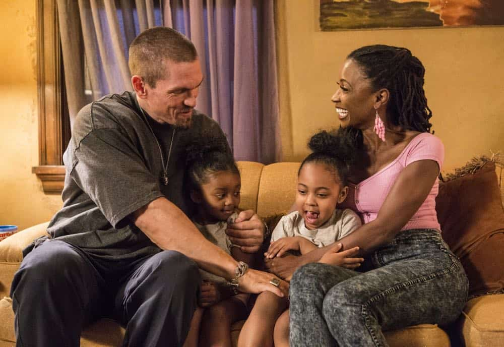 "Steve Howey as Kev and Shanola Hampton as V in SHAMELESS (Season 9, Episode 02, ""Mo White for President""). - Photo: Paul Sarkis/SHOWTIME - Photo ID: SHAMELESS_902_1061"