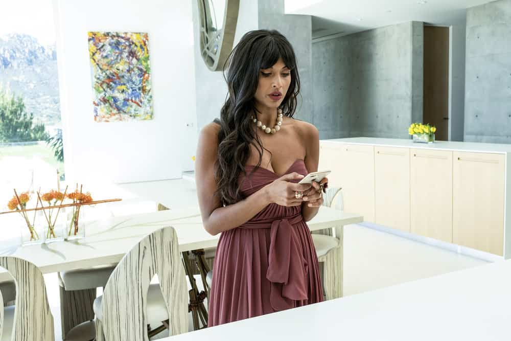 "THE GOOD PLACE -- ""Everything is Bronzer! Pt. 2"" Episode 302 -- Pictured: Jameela Jamil as Tehani -- (Photo by: Justin Lubin/NBC)"