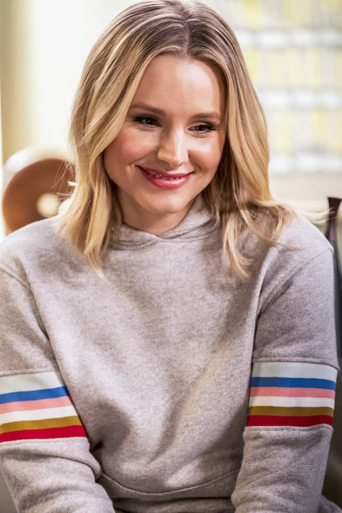 "THE GOOD PLACE -- ""Everything is Bronzer! Pt. 2"" Episode 302 -- Pictured: Kristen Bell as Eleanor -- (Photo by: Justin Lubin/NBC)"