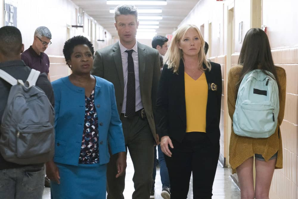 "LAW & ORDER: SPECIAL VICTIMS UNIT -- ""Man Up"" Episode 2001 -- Pictured: (l-r) Lisha McKoy as Rebecca Chaster, Peter Scanavino as Dominick ""Sonny"" Carisi, Kelli Giddish as Detective Amanda Rollins -- (Photo by: Barbara Nitke/NBC)"