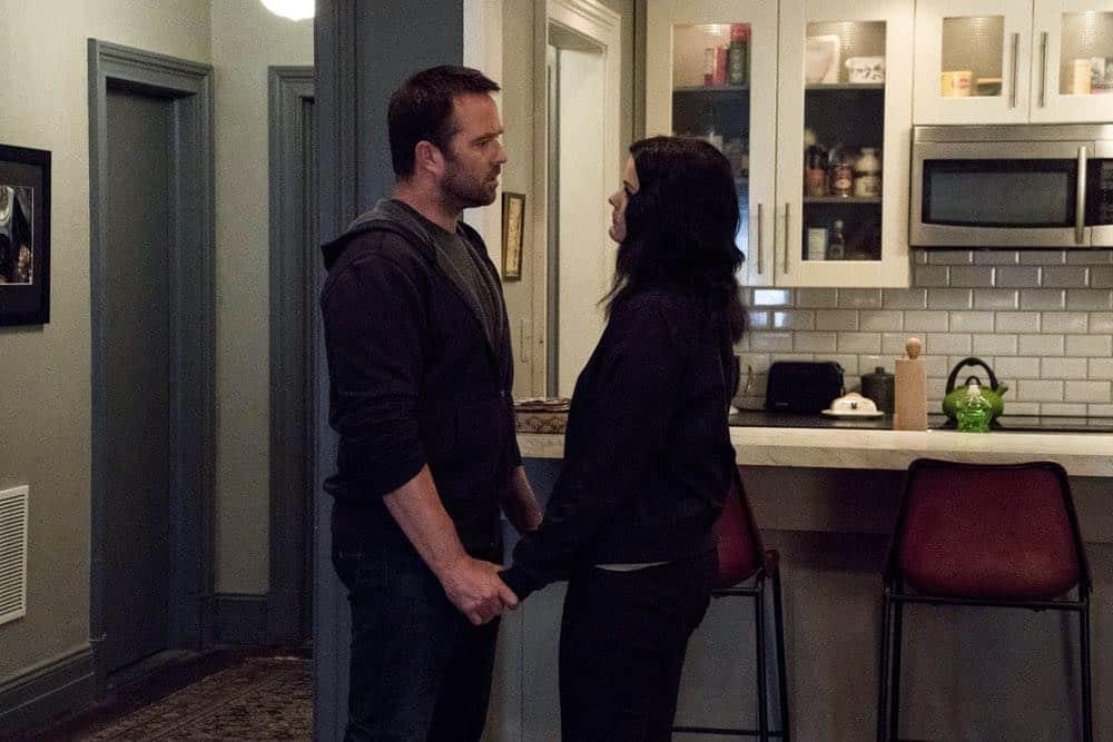"BLINDSPOT -- ""Hella Duplicitous"" Episode 401 -- Pictured: (l-r) Sullivan Stapleton as Kurt Weller, Jaimie Alexander as Jane Doe -- (Photo by: Virginia Sherwood/NBC/Warner Bros.)"