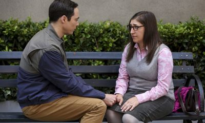 """The Conjugal Configuration"" - Pictured: Sheldon Cooper (Jim Parsons) and Amy Farrah Fowler (Mayim Bialik). Sheldon and Amy's honeymoon runs aground in New York, while Penny and Leonard discover they are uncomfortably similar to Amy's parents, Mr. and Mrs. Fowler (Teller and Kathy Bates). Also, Koothrappali insults physicist Neil deGrasse Tyson and starts a Twitter war, on the 12th season premiere of THE BIG BANG THEORY, on a special night, Monday, Sept. 24 (8:00-8:30 PM, ET/PT) on the CBS Television Network. Photo: Michael Yarish/Warner Bros. Entertainment Inc. © 2018 WBEI. All rights reserved."