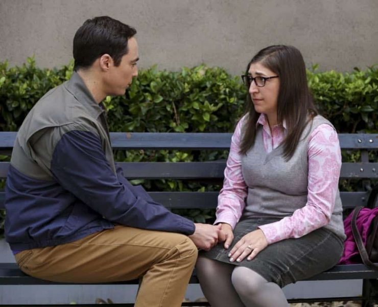 """""""The Conjugal Configuration"""" - Pictured: Sheldon Cooper (Jim Parsons) and Amy Farrah Fowler (Mayim Bialik). Sheldon and Amy's honeymoon runs aground in New York, while Penny and Leonard discover they are uncomfortably similar to Amy's parents, Mr. and Mrs. Fowler (Teller and Kathy Bates). Also, Koothrappali insults physicist Neil deGrasse Tyson and starts a Twitter war, on the 12th season premiere of THE BIG BANG THEORY, on a special night, Monday, Sept. 24 (8:00-8:30 PM, ET/PT) on the CBS Television Network. Photo: Michael Yarish/Warner Bros. Entertainment Inc. © 2018 WBEI. All rights reserved."""