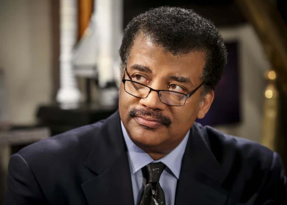 """The Conjugal Configuration"" - Pictured: Neil deGrasse Tyson (Himself). Sheldon and Amy's honeymoon runs aground in New York, while Penny and Leonard discover they are uncomfortably similar to Amy's parents, Mr. and Mrs. Fowler (Teller and Kathy Bates). Also, Koothrappali insults physicist Neil deGrasse Tyson and starts a Twitter war, on the 12th season premiere of THE BIG BANG THEORY, on a special night, Monday, Sept. 24 (8:00-8:30 PM, ET/PT) on the CBS Television Network. Photo: Michael Yarish/Warner Bros. Entertainment Inc. © 2018 WBEI. All rights reserved."