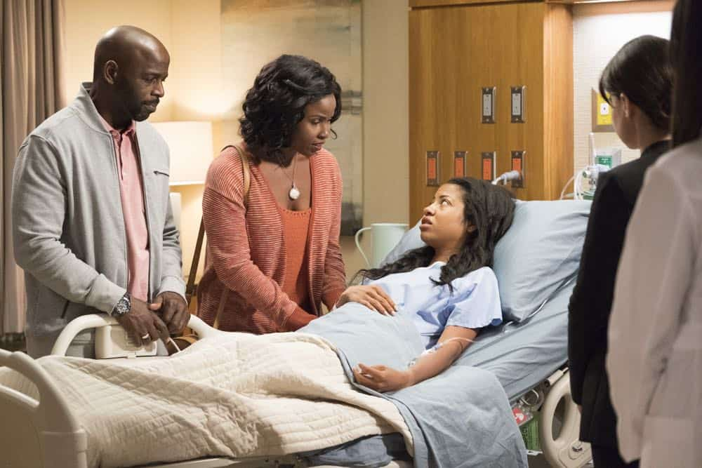"""THE GOOD DOCTOR - """"Middle Ground"""" - As Shaun pushes back against Dr. Melendez in order to treat a gravely ill hospital janitor and deal with the return of Lea, Dr. Lim risks a lawsuit and her career to help a teenage girl repair the damage caused by an archaic custom. Meanwhile, Dr. Glassman exercises demanding oversight with Dr. Blaize in choosing a doctor for his brain surgery, on the """"The Good Doctor,"""" MONDAY, OCT. 1 (10:00-11:00 p.m. EDT), on The ABC Television Network. (ABC/Bettina Strauss) ALIMI BALLARD, KHALILAH JOI, CAMILLE HYDE"""