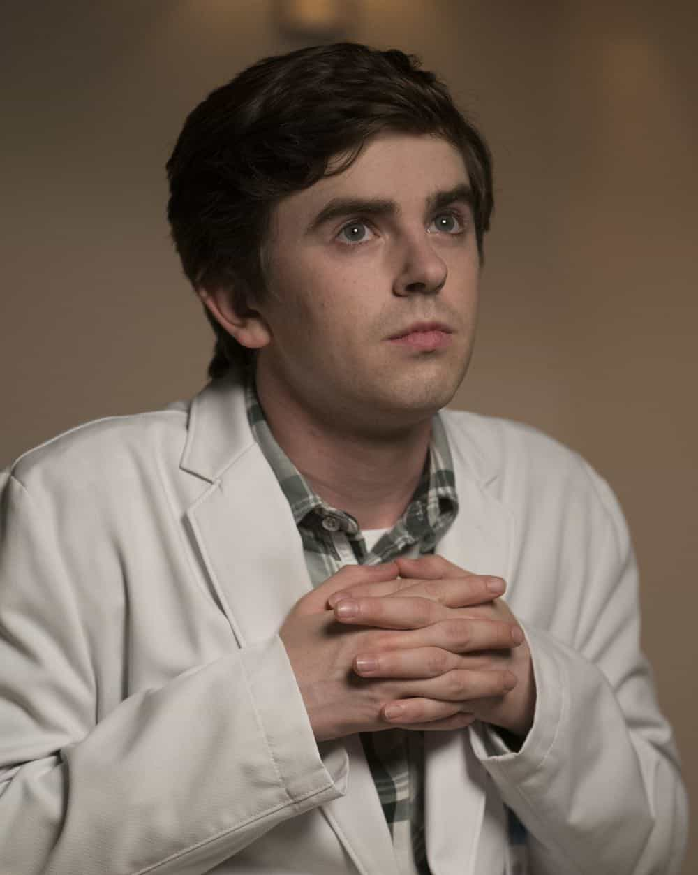 """THE GOOD DOCTOR - """"Middle Ground"""" - As Shaun pushes back against Dr. Melendez in order to treat a gravely ill hospital janitor and deal with the return of Lea, Dr. Lim risks a lawsuit and her career to help a teenage girl repair the damage caused by an archaic custom. Meanwhile, Dr. Glassman exercises demanding oversight with Dr. Blaize in choosing a doctor for his brain surgery, on the """"The Good Doctor,"""" MONDAY, OCT. 1 (10:00-11:00 p.m. EDT), on The ABC Television Network. (ABC/David Bukach) FREDDIE HIGHMORE"""