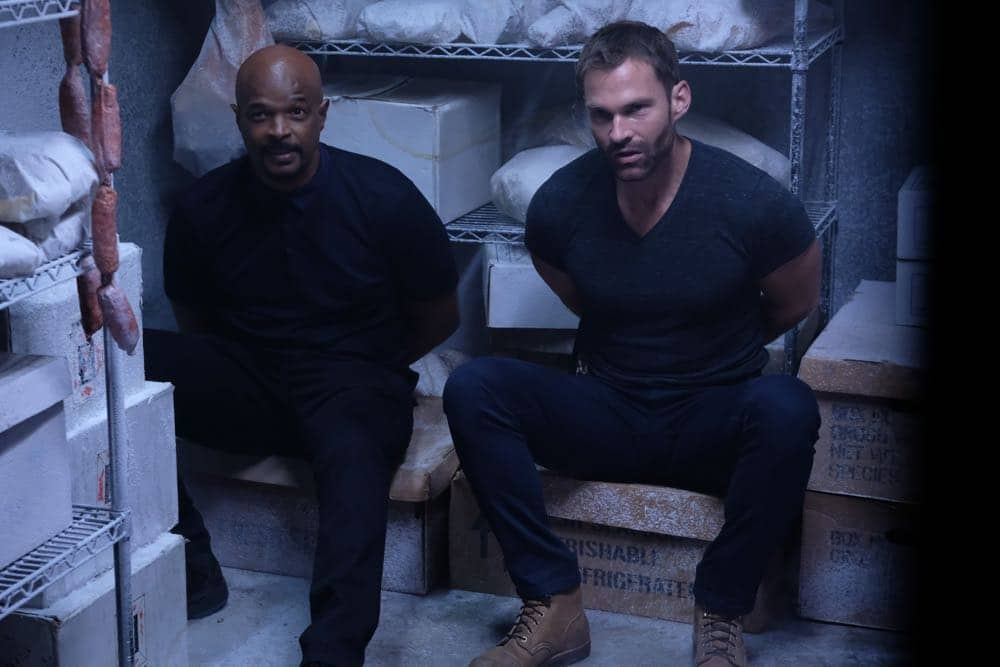 "LETHAL WEAPON: L-R: Damon Wayans and Seann William Scott in the Need To Know"" episode of LETHAL WEAPON airing Tuesday, Oct. 2 (9:00-10:00 PM ET/PT) on FOX. ©2018 Fox Broadcasting Co. CR: FOX"
