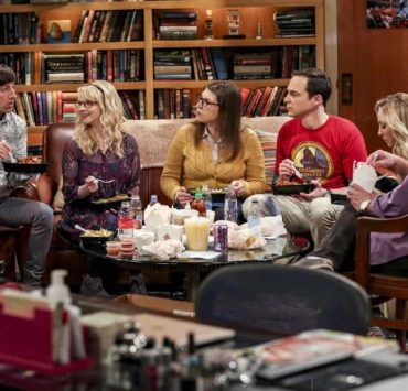 """""""The Procreation Calculation"""" -- Pictured: Howard Wolowitz (Simon Helberg), Bernadette (Melissa Rauch), Amy Farrah Fowler (Mayim Bialik), Sheldon Cooper (Jim Parsons), Penny (Kaley Cuoco) and Leonard Hofstadter (Johnny Galecki). The Wolowitzes' life gets complicated when Stuart starts bringing his new girlfriend home. Also, Penny and Leonard talk about starting a family while Koothrappali explores an arranged marriage, on THE BIG BANG THEORY, Thursday, Oct. 4 (8:00-8:31 PM, ET/PT) on the CBS Television Network. Keith Carradine returns as Penny's father, Wyatt. Photo: Michael Yarish/Warner Bros. Entertainment Inc. © 2018 WBEI. All rights reserved."""