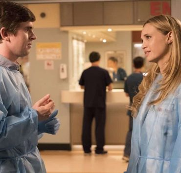 """THE GOOD DOCTOR - """"36 Hours"""" - Dr. Melendez, Dr. Brown and Dr. Park have given a young married couple two choices about their future: save the wife's life or their future ability to start a family. Meanwhile, when Dr. Lim has to take care of some personal business, she leaves oversight of the emergency room to Dr. Murphy and Dr. Reznick; and Dr. Glassman's post-op recovery leaves him struggling to get the rest he needs for recovery and also confronting his relationship with his daughter, on """"The Good Doctor,"""" MONDAY, OCT. 8 (10:00-11:00 p.m. EDT), on The ABC Television Network. (ABC/Bettina Strauss) FREDDIE HIGHMORE, FIONA GUBELMANN"""