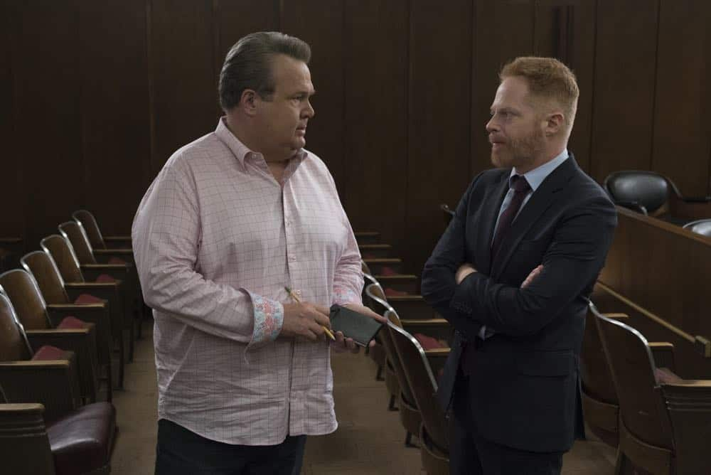 """MODERN FAMILY - """"A Sketchy Area"""" - Phil stumbles into an exciting new career after dropping by Luke's college; while Claire deals with her dad, Jay, and the merger of Pritchett's Closets with a tech-savvy, hipper company. Meanwhile, Mitch's new high-profile case as an assistant district attorney is marred by an unflattering courtroom sketch by the resident artist (Dan Levy), on """"Modern Family,"""" WEDNESDAY, OCT. 10 (9:00-9:31 p.m. EDT), on The ABC Television Network. (ABC/Eric McCandless) ERIC STONESTREET, JESSE TYLER FERGUSON"""
