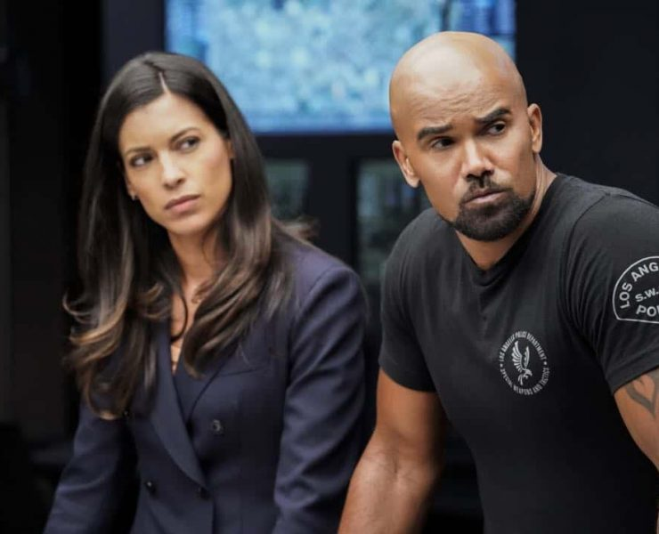 """""""Fire and Smoke"""" -- The SWAT team is enlisted by Hondo's new romantic interest, Deputy District Attorney Nia Wells (Nikiva Dionne), to protect the jurors of a high-profile bribery trial, after some of them are targeted by organized crime in a series of fire-bombings, on S.W.A.T., Thursday, Oct. 11 (10:00-11:00 PM, ET/PT) on the CBS Television Network. Pictured L to R: Stephanie Sigman as Jessica Cortez and Shemar Moore as Daniel """"Hondo"""" Harrelson. Photo: Robert Voets/CBS ©2018 CBS Broadcasting, Inc. All Rights Reserved"""