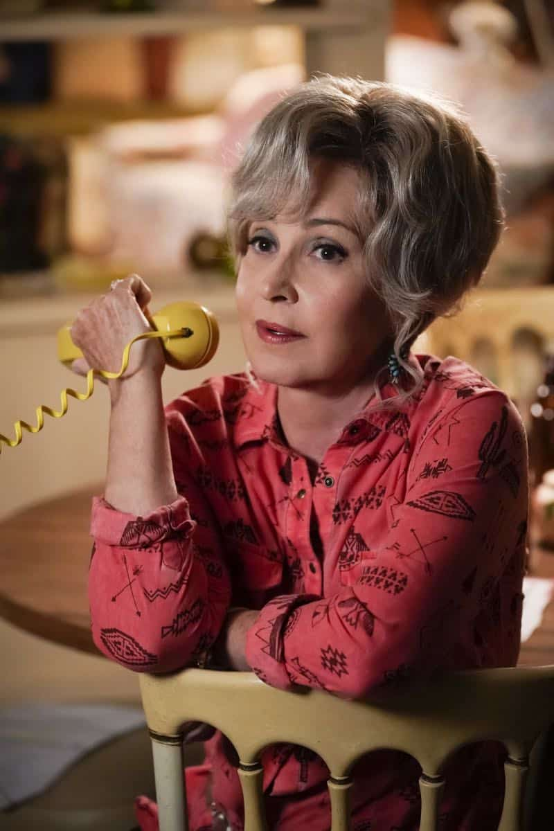 """A Financial Secret and Fish Sauce"" - Pictured: Meemaw (Annie Potts). When George Sr. asks Sheldon to keep a secret from Mary, the stress of not being honest drives Sheldon to hideout at Tam's for his first sleepover, on YOUNG SHELDON, Thursday, Oct. 11 (8:31-9:01 PM, ET/PT) on the CBS Television Network. Photo: Robert Voets/Warner Bros. Entertainment Inc. © 2018 WBEI. All rights reserved."