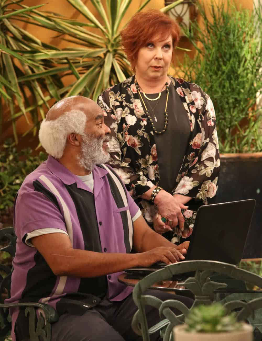 """THE COOL KIDS: L-R: David Alan Grier and Vicki Lawrence in the """"A Date With Destiny"""" episode of THE COOL KIDS airing Friday, Oct. 12 (8:30-9:00 PM ET/PT) on FOX. ©2018 Fox Broadcasting Co. Cr: Patrick McElhenney/FOX"""