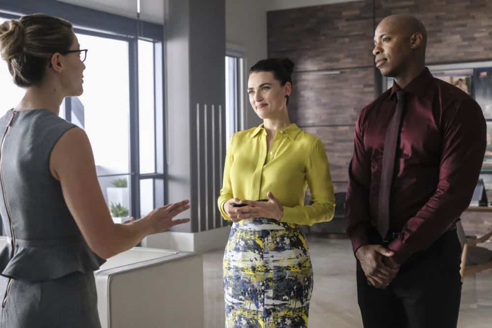 """Supergirl -- """"American Alien"""" -- Image Number: SPG401a_0068b.jpg -- Pictured (L-R): Melissa Benoist as Kara/Supergirl, Katie McGrath as Lena Luther and Mehcad Brooks as James Olsen/Guardian -- Photo: Bettina Strauss/The CW -- © 2018 The CW Network, LLC. All Rights Reserved."""
