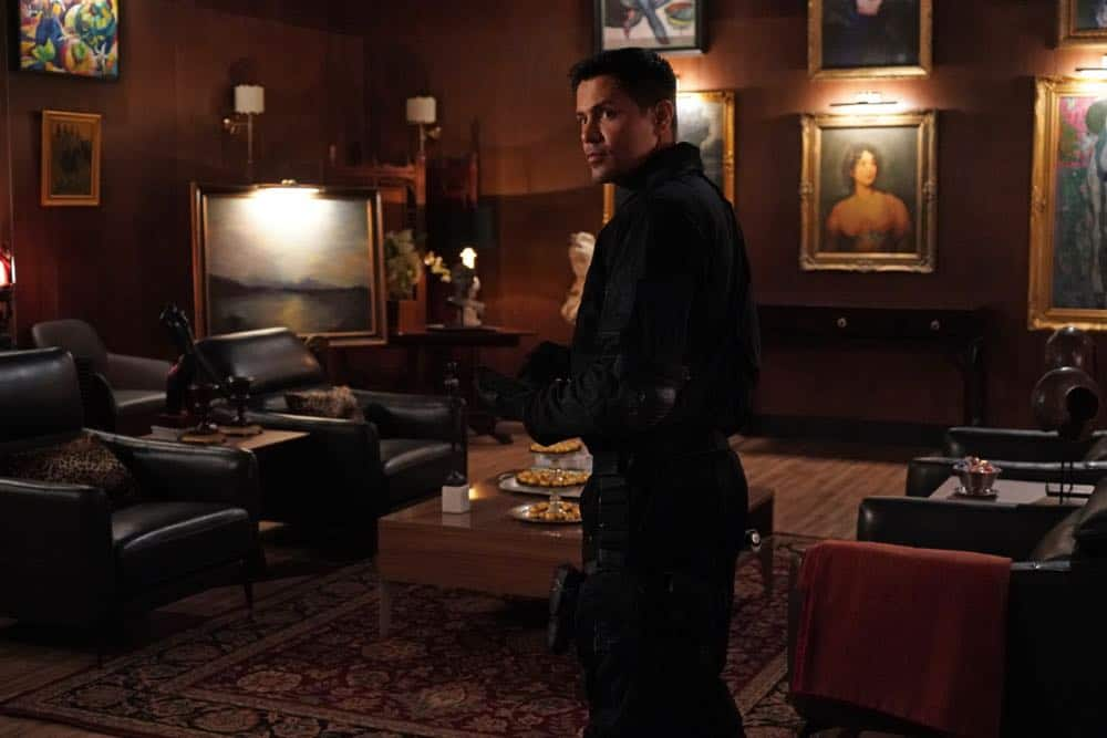 """""""Six Paintings, One Frame"""" -- A close friend of Higgins, an art connoisseur who had recently hired Magnum to test his security, is murdered, and Thomas is arrested as the main suspect, on MAGNUM P.I., Monday, Oct. 15 (9:00-10:00 PM, ET/PT) on the CBS Television Network. Pictured: Jay Hernandez as Thomas Magnum Photo: Karen Neal/CBS ©2018 CBS Broadcasting, Inc. All Rights Reserved"""