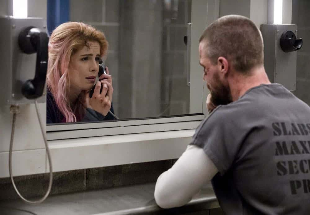 "Arrow -- ""Inmate #4587"" -- Image Number: AR701A_0086b.jpg -- Pictured (L-R): Emily Bett Rickards as Felicity Smoak and Stephen Amell as Oliver Queen/Green Arrow -- Photo: Jack Rowand/The CW -- © The CW Network, LLC. All rights reserved."