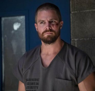 """Arrow -- """"Inmate #4587"""" -- Image Number: AR701B_0162b.jpg -- Pictured: Stephen Amell as Oliver Queen/Green Arrow -- Photo: Jack Rowand/The CW -- © The CW Network, LLC. All rights reserved."""