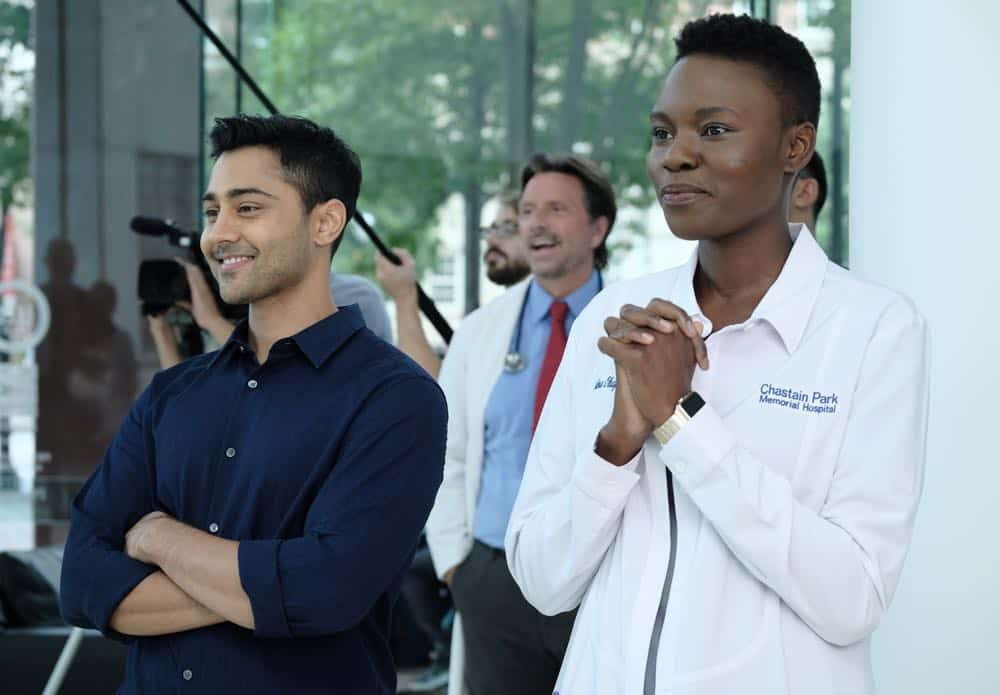 "THE RESIDENT:  L-R:  Manish Dayal and Shaunette Renée Wilson in the ""About Time"" episode of THE RESIDENT airing Monday, Oct. 15 (8:00-9:00 PM ET/PT) on FOX. ©2018 Fox Broadcasting Co. Cr:  Guy D'AlemaFOX."