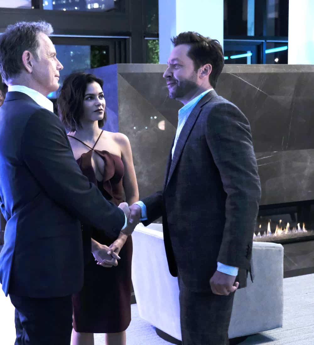 "THE RESIDENT:  L-R:  Bruce Greenwood, guest star Jenna Dewan and guest star Michael Weston in the ""About Time"" episode of THE RESIDENT airing Monday, Oct. 15 (8:00-9:00 PM ET/PT) on FOX. ©2018 Fox Broadcasting Co. Cr:  Guy D'AlemaFOX."