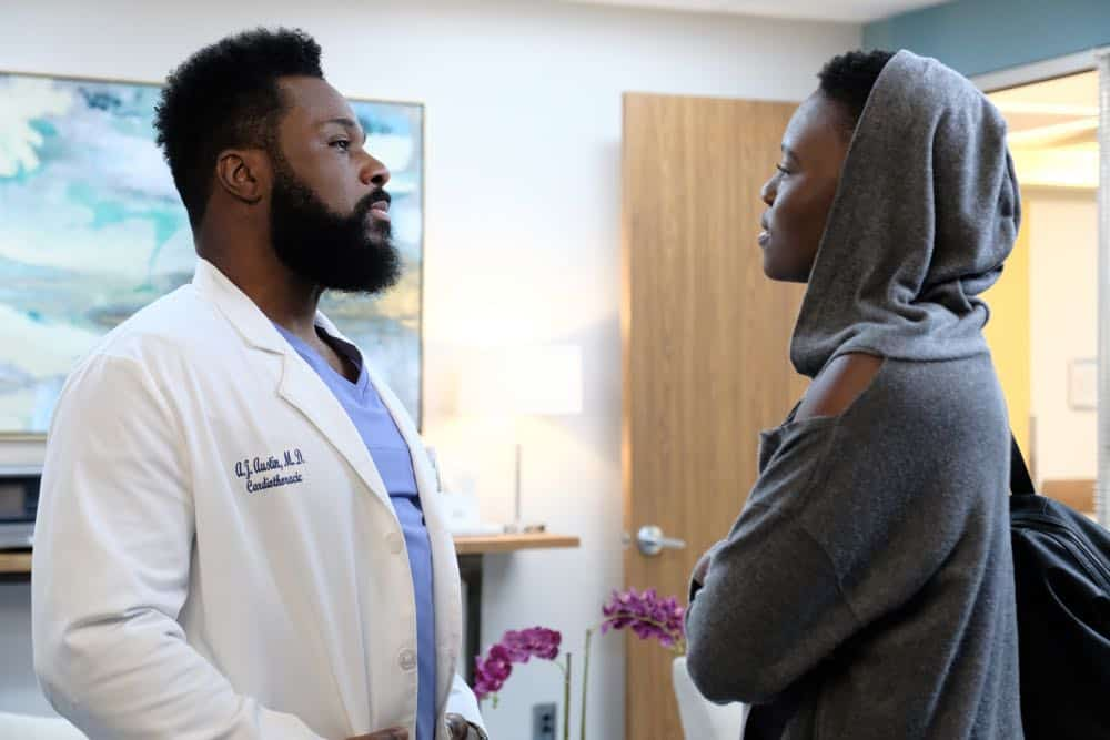 "THE RESIDENT:  L-R:  Malcolm Jamal Warner and Shaunette Renée Wilson in the ""About Time"" episode of THE RESIDENT airing Monday, Oct. 15 (8:00-9:00 PM ET/PT) on FOX. ©2018 Fox Broadcasting Co. Cr:  Guy D'AlemaFOX."