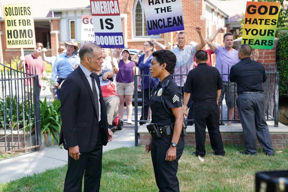 """9-1-1: L-R: Guest star Mark Damon Espinoza and Angela Bassett in the """"Awful People"""" episode of 9-1-1 airing Monday, Oct. 15 (9:00-10:00 PM ET/PT) on FOX. © 2018 FOX Broadcasting. CR: Tyler Golden / FOX."""