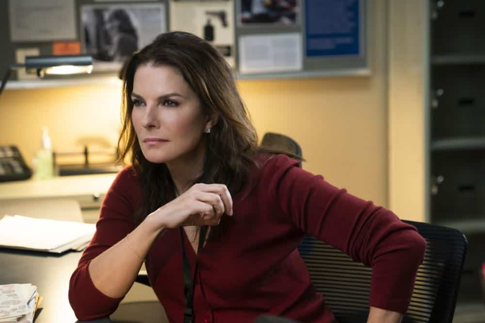 """Crossfire"" - Special Agents Maggie Bell and OA Zidan rush to track down an active sniper with an elusive motive as the body count continues to rise, on FBI, Tuesday, Oct. 16 (9:00-10:00 PM, ET/PT) on the CBS Television Network. Pictured: Sela Ward Photo: Michael Parmelee/CBS ©2018 CBS Broadcasting, Inc. All Rights Reserved"