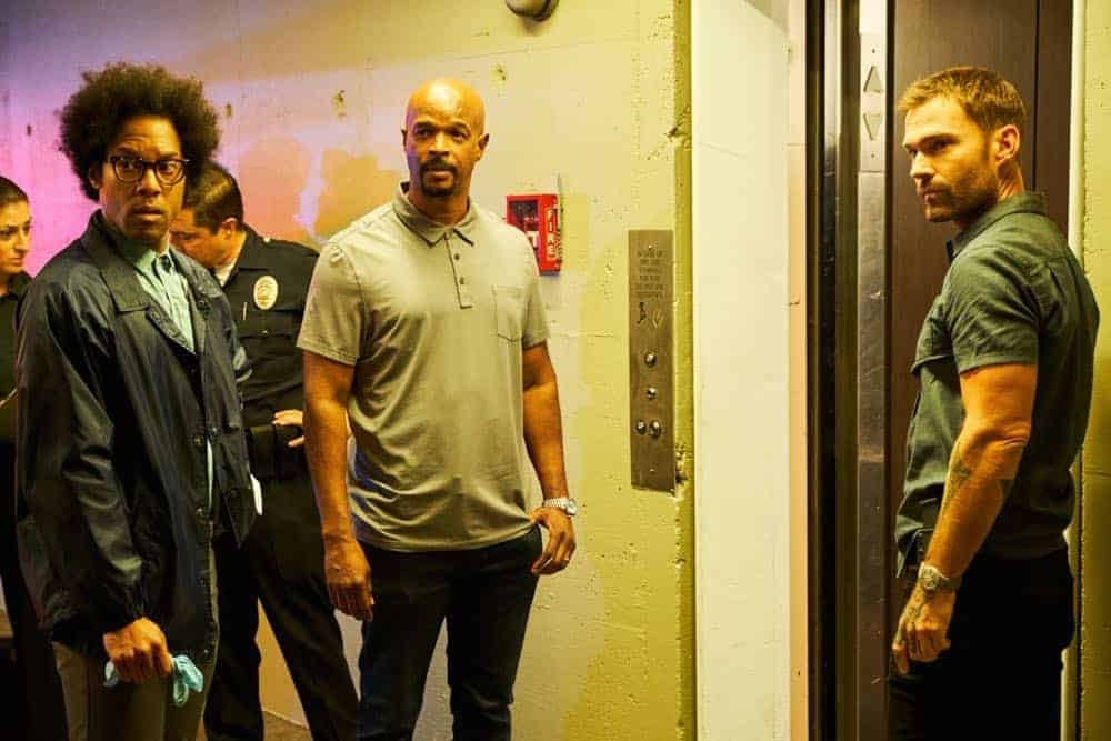 """LETHAL WEAPON: L-R: Johnathan Fernandez, Damon Wayans and Seann William Scott in the """"Leo Getz Justice"""" episode of LETHAL WEAPON airing Tuesday, Oct. 16 (9:00-10:00 PM ET/PT) on FOX. ©2018 Fox Broadcasting Co. CR: John P Fleenor/FOX"""