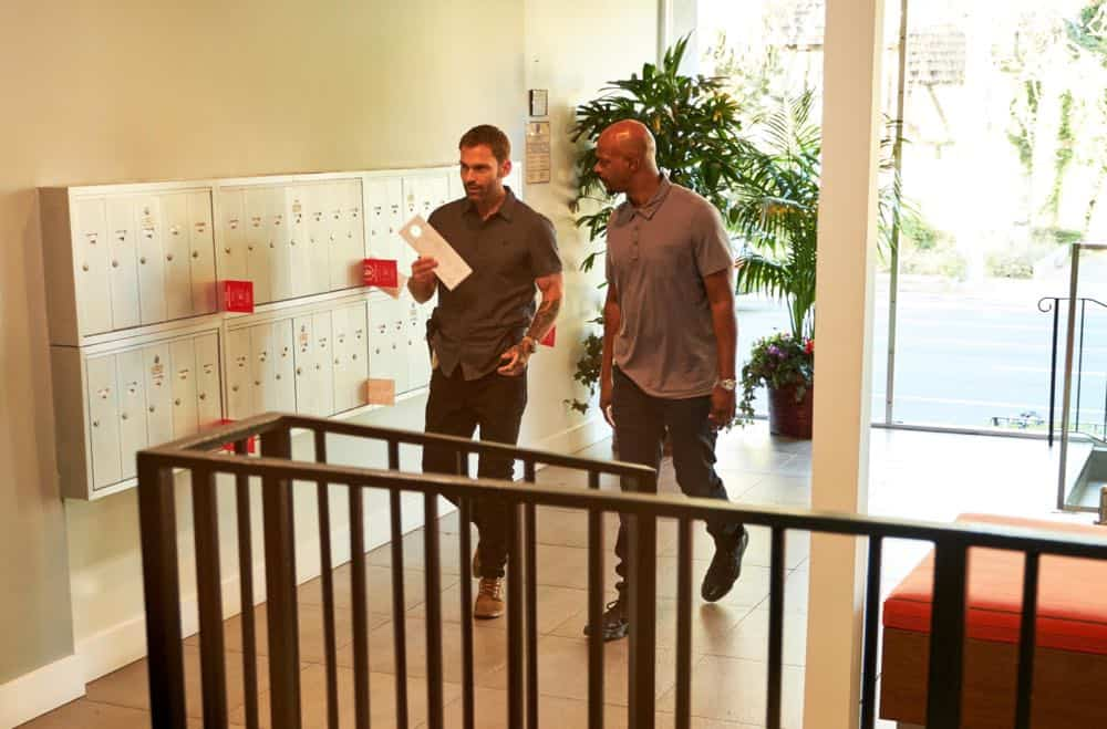 """LETHAL WEAPON: L-R: Seann William Scott and Damon Wayans in the """"Leo Getz Justice"""" episode of LETHAL WEAPON airing Tuesday, Oct. 16 (9:00-10:00 PM ET/PT) on FOX. ©2018 Fox Broadcasting Co. CR: John P Fleenor/FOX"""
