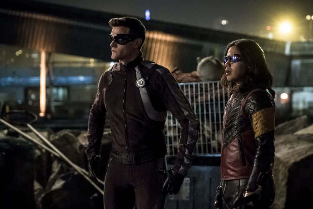 "The Flash -- ""Blocked"" -- Image Number: FLA502b_0303b.jpg -- Pictured (L-R):  Hartley Sawyer as Elongated Man and Carlos Valdes as Vibe -- Photo: Katie Yu/The CW -- © 2018 The CW Network, LLC. All rights reserved"