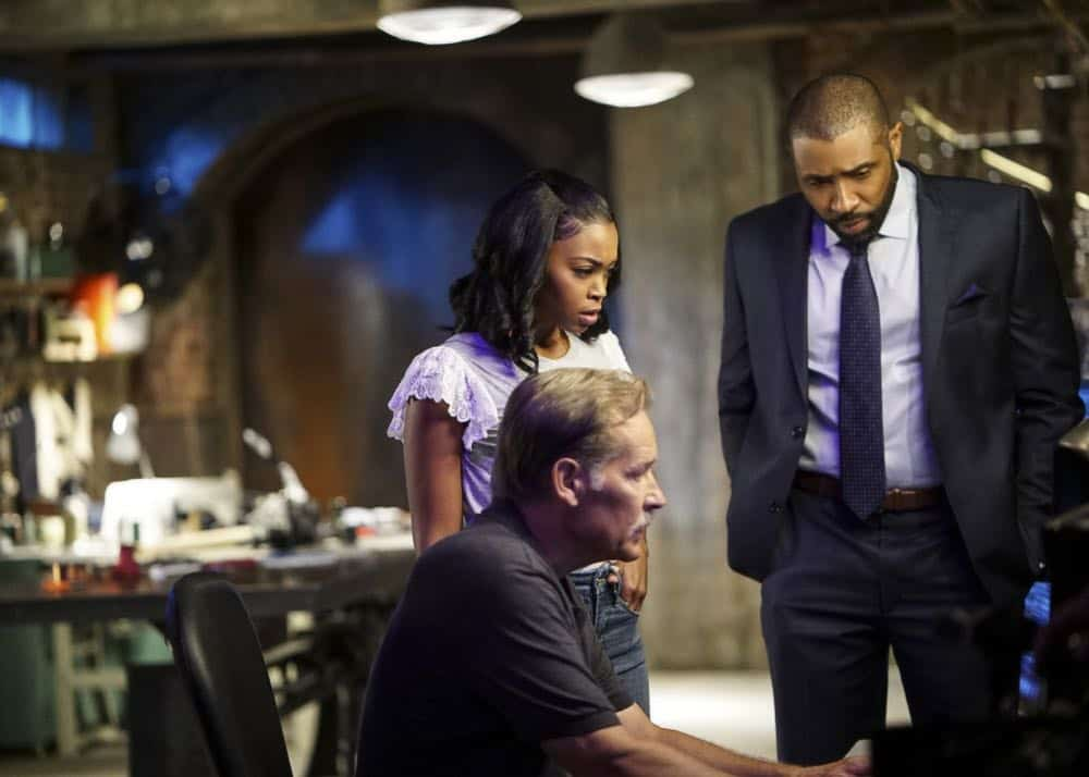 "Black Lightning -- ""The Book Of Consequences: Chapter Two: Black Jesus Blues"" -- Image BLK202c_0344b.jpg -- Pictured (L-R): James Remar as Gambi, Nafessa Williams as Anissa and Cress Williams as Jefferson -- Photo: Annette Brown/The CW -- © 2018 The CW Network, LLC. All rights reserved"