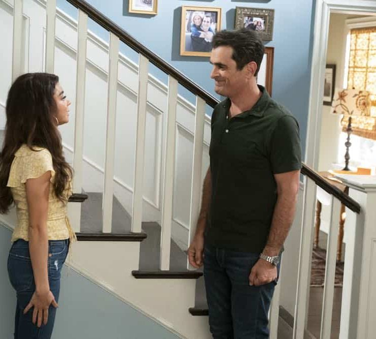 "MODERN FAMILY - ""Torn Between Two Lovers"" - Haley can't seem to choose between her past and present relationships and is forced to make a decision. Meanwhile, Manny returns to college and dorm life while his girlfriend, Sherry, continues to stay at Jay and Gloria's, and might be overstaying her welcome, on ""Modern Family,"" WEDNESDAY, OCT. 17 (9:00-9:31 p.m. EDT), on The ABC Television Network. (ABC/Ron Tom)"