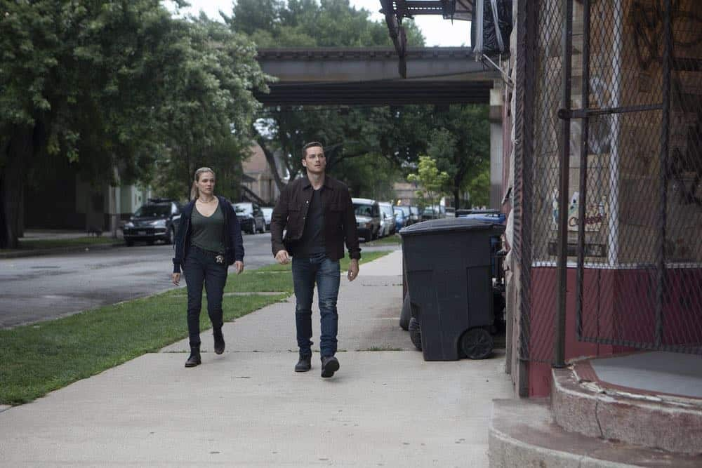 "CHICAGO P.D. -- ""Ride Along"" Episode 604 -- Pictured: (l-r) Tracy Spiridakos as Hailey Upton, Jesse Lee Soffer as Jay Halstead -- (Photo by: Adrian Burrows/NBC)"