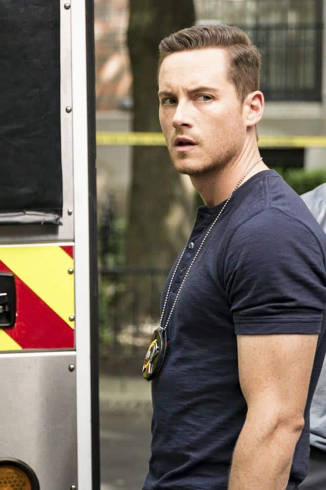 "CHICAGO P.D. -- ""Ride Along"" Episode 604 -- Pictured: Jesse Lee Soffer as Jay Halstead -- (Photo by: Matt Dinerstein/NBC)"