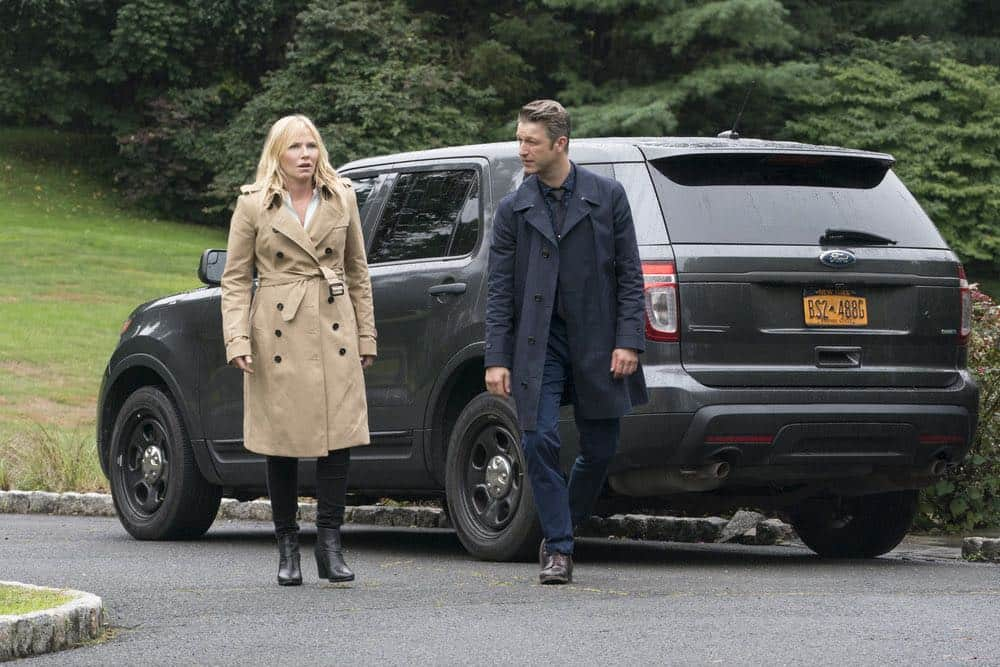 """LAW & ORDER: SPECIAL VICTIMS UNIT -- """"Accredo"""" Episode 2005 -- Pictured: (l-r) Kelli Giddish as Detective Amanda Rollins, Peter Scanavino as Dominick """"Sonny"""" Carisi -- (Photo by: Barbara Nitke/NBC)"""