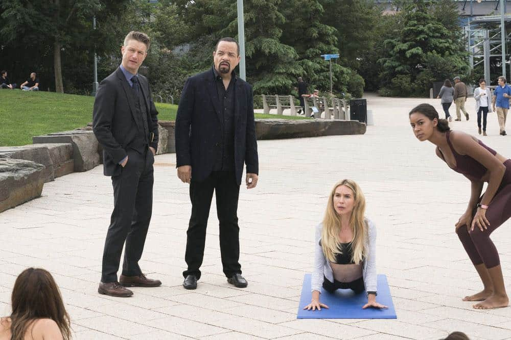 """LAW & ORDER: SPECIAL VICTIMS UNIT -- """"Accredo"""" Episode 2005 -- Pictured: (l-r) Peter Scanavino as Dominick """"Sonny"""" Carisi, Ice T as Odafin """"Fin"""" Tutuola, Sarah Carter as Lilah Finch, Alice Hamid as Nanette -- (Photo by: Barbara Nitke/NBC)"""