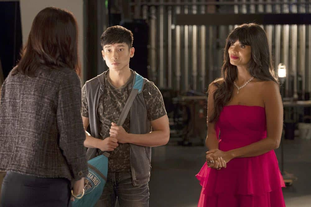 "THE GOOD PLACE -- ""Jeremy Bearimy"" Episode 305 -- Pictured: (l-r) Manny Jacinto as Jason Mendoza, Jameela Jamil as Tahani -- (Photo by: Colleen Hayes/NBC)"