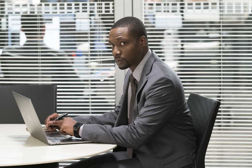 """BLINDSPOT -- """"My Art Project"""" Episode 402 -- Pictured: Ron Brown as Edgar Reade -- (Photo by: Scott Gries/NBC/Warner Bros.)"""