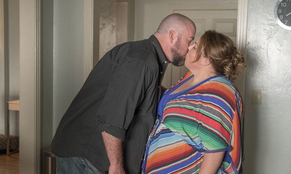 """THIS IS US -- """"Toby"""" Episode 305 -- Pictured: (l-r) Chris Sullivan as Toby Damon, Chrissy Metz as Kate Pearson -- (Photo by: Ron Batzdorff/NBC)"""