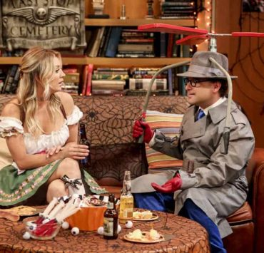 """""""The Imitation Perturbation"""" - Pictured: Penny (Kaley Cuoco) and Leonard Hofstadter (Johnny Galecki). When Wolowitz dresses up as Sheldon for Halloween, Sheldon seeks retaliation at Leonard and Penny's Halloween party. Also, Leonard is shocked that Penny doesn't remember their first kiss, on THE BIG BANG THEORY, Thursday, Oct. 25 (8:00-8:31 PM, ET/PT) on the CBS Television Network. Photo: Michael Yarish/CBS ©2018 CBS Broadcasting, Inc. All Rights Reserved."""