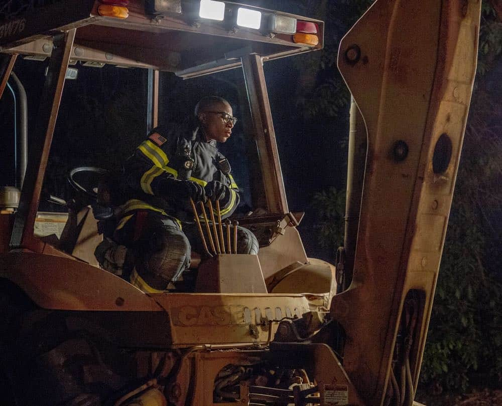 "9-1-1: L-R: Aisha Hinds in the ""Haunted"" episode of 9-1-1 airing Monday, Oct. 29 (9:00-10:00 PM ET/PT) on FOX. © 2018 FOX Broadcasting. CR: Jack Zeman / FOX."