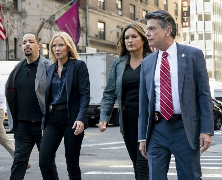 """LAW & ORDER: SPECIAL VICTIMS UNIT -- """"I'm Going to Make You a Star"""" Episode 21001 -- Pictured: (l-r) Ice T as Sergeant Odafin """"Fin"""" Tutuola, Kelli Giddish as Detective Amanda Rollins, Mariska Hargitay as Lieutenant Olivia Benson, Peter Gallagher as Deputy Chief William Dodds -- (Photo by: Virginia Sherwood/NBC)"""